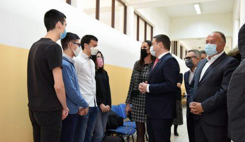 """Programom """"Energija znanja"""" opremljen novi kabinet za informatiku u Matematičkoj gimnaziji 10"""