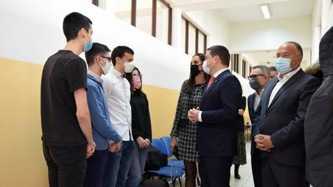 """Programom """"Energija znanja"""" opremljen novi kabinet za informatiku u Matematičkoj gimnaziji 4"""