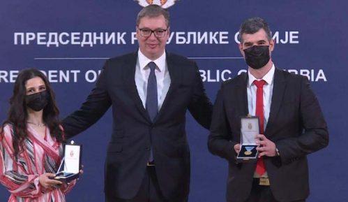 Vučić uručio medalje lekarima 1