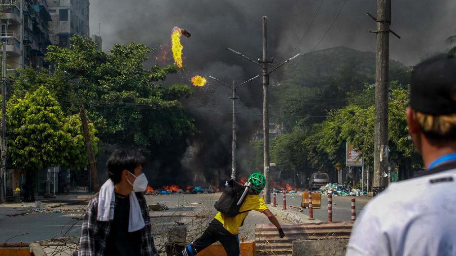 U Mjanmaru na protestima ubijeno više od 90 ljudi, u vreme vojne parade povodom državnog praznika 1