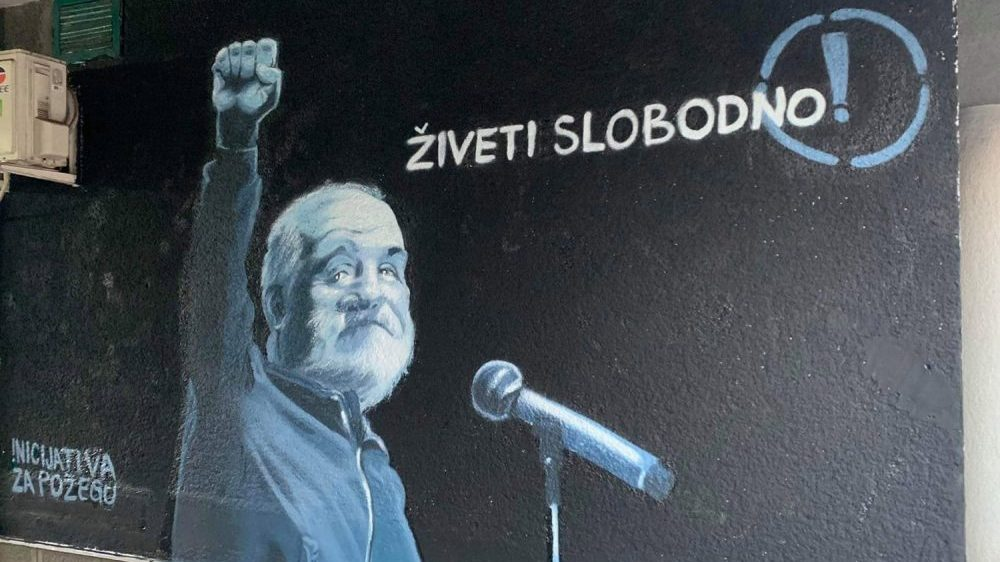 Oskrnavljen mural sa likom Đorđa Balaševića u Požegi 1
