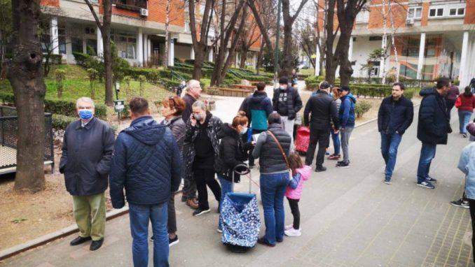Peticija protiv bašte kafića na zelenoj površini u Bulevaru kralja Aleksandra (FOTO) 3