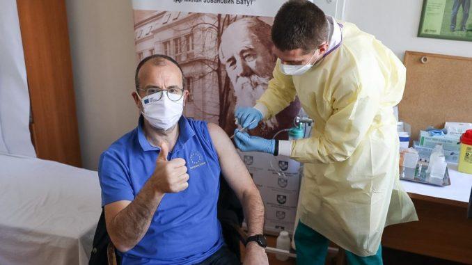 Fabrici primio prvu dozu vakcine u Srbiji 4