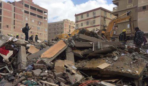 Najmanje 18 poginulo i 24 povređeno kada se srušila zgrada u Kairu 4