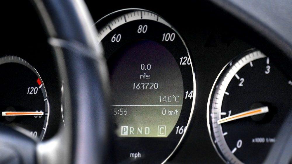 Vraćanje kilometraže umanjuje vrednost automobila čak za 25 odsto 2