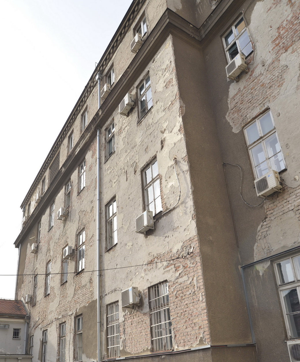 Počela restauracija fasade Privrednog suda u Beogradu 3