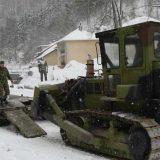 Vojska pomaže u čišćenju snega u Crnoj Travi 4