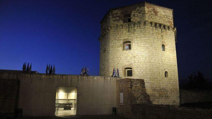 Kula Nebojša ukrašena srpskim i grčkim zastavama povodom Nacionalnog dana Grčke 3