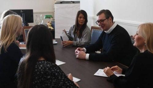 Vučićev marketinški trik je da je moć u rukama žena 1