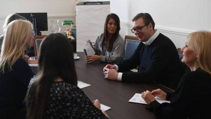 Vučićev marketinški trik je da je moć u rukama žena 4