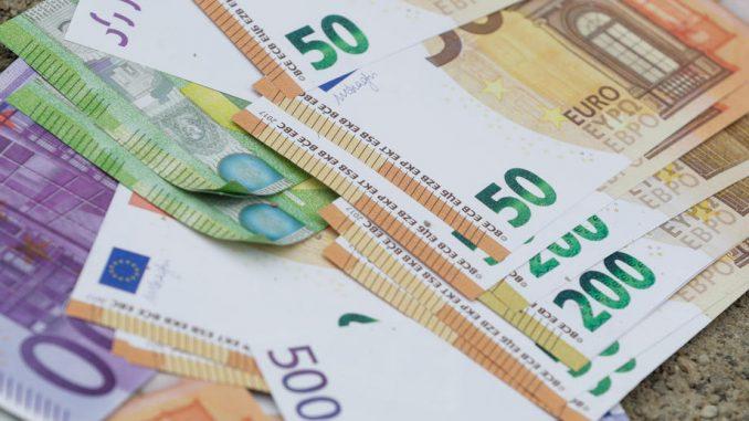 Za kupovinu nepokretnosti tokom prošlog meseca od svakih 1.000 evra 850 dato u kešu 1