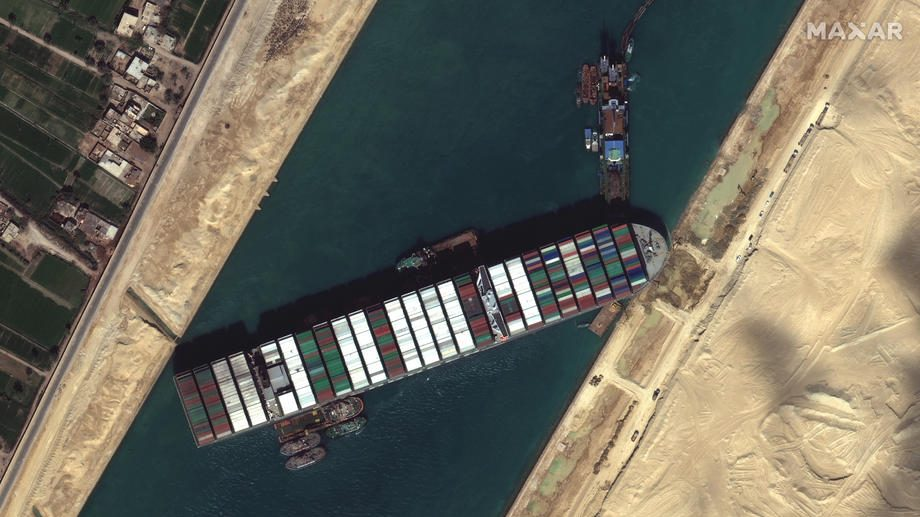 Teretni brod zaglavljen u Sueckom kanalu počeo da se kreće 1