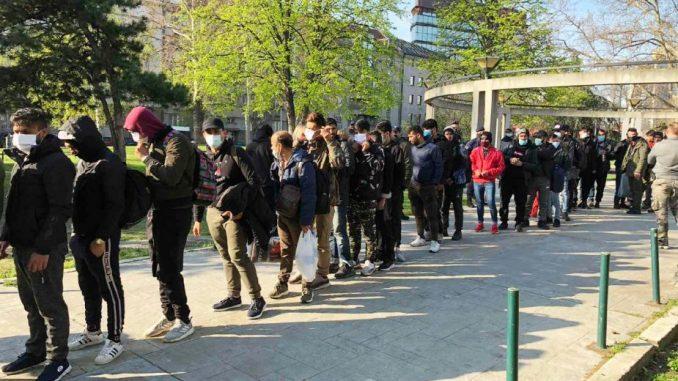 Policija u centru Beograda zatekla 66 ilegalnih migranata 5