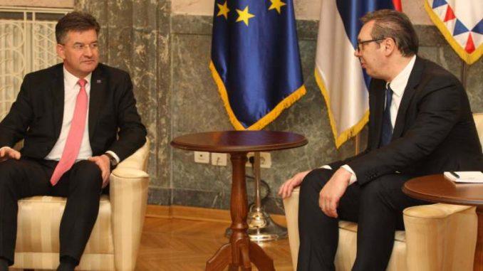 Vučić iz Brisela poručio da će se revakcinisati u Gadžinom Hanu 3