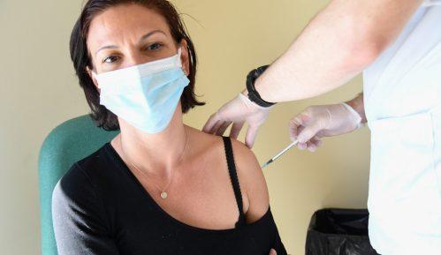 U Francuskoj više od deset miliona ljudi primilo prvu dozu vakcine 4