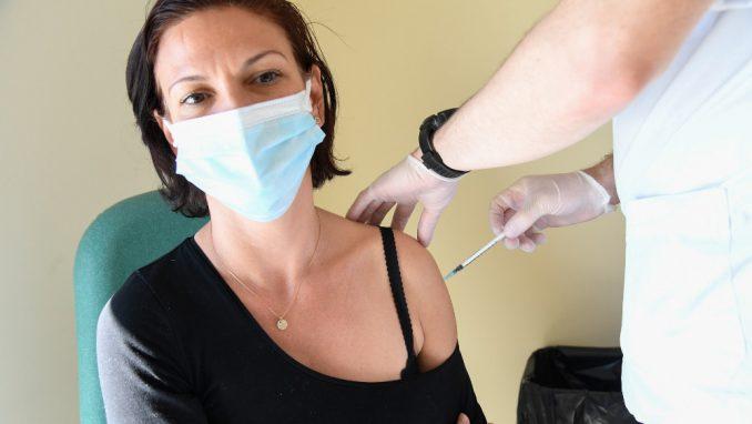 U Francuskoj više od deset miliona ljudi primilo prvu dozu vakcine 1