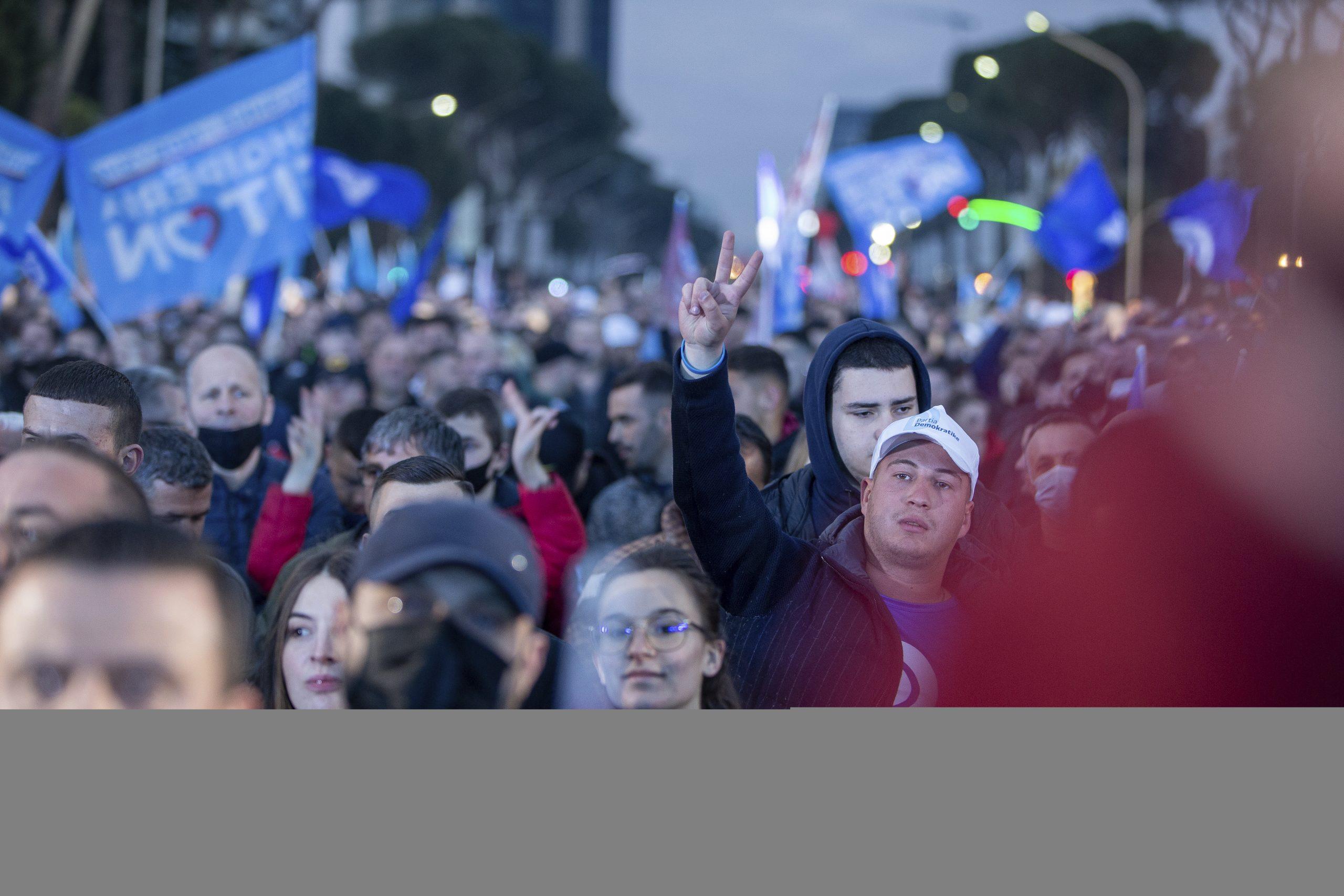 Albanci glasaju na parlamentarnim izborima posle žestoke političke borbe 1