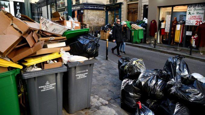 """Francuska i životna sredina: Parižani kažu da grad nikad """"nije bio prljaviji"""" 4"""