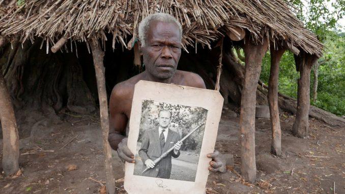 Princ Filip: Plemena Vanuatua tuguju za prinčevom božanskom figurom 4
