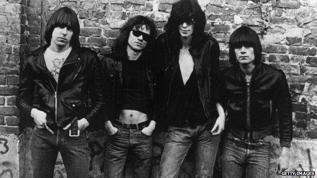Prvi album Ramonsa - Ni manje akorda, ni više hitova 5