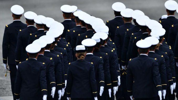 """Francuska: Vojnici i penzionisani generali upozoravaju na """"krvavi građanski rat"""", politička vlast ih osuđuje 2"""