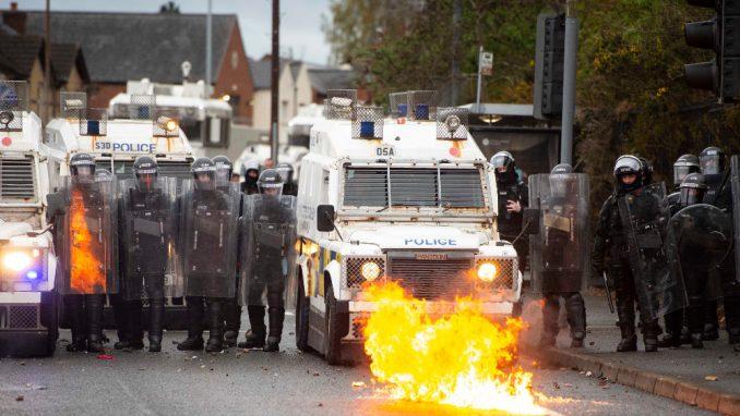 Povređene desetine ljudi u nemirima u Severnoj Irskoj 4