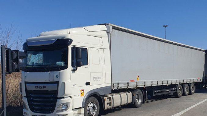 Privatna firma spustila rampu pa kamionima naplaćuje ulaz u Srbiju 3