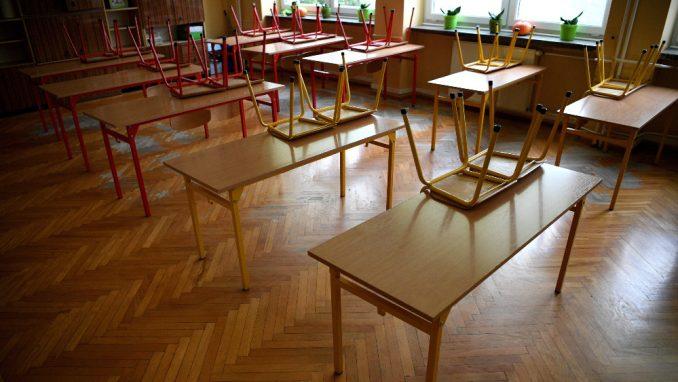 Kancelarija za KiM: Obijena ulazna vrata osnovne škole u Obiliću 5