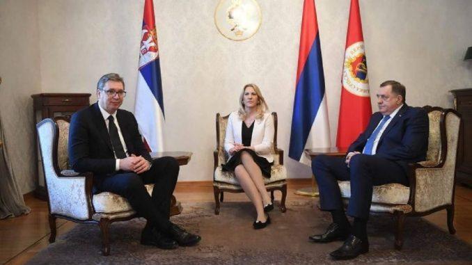 Vučić postao počasni građanin Banjaluke, uručen mu i Ključ grada (FOTO) 3