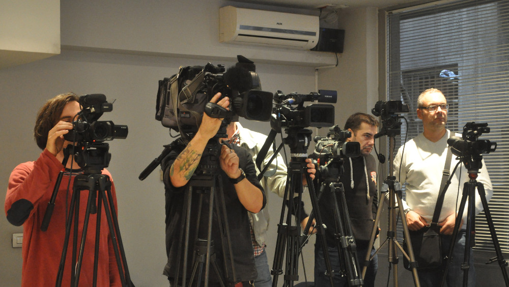 EU osuđuje sve vrste napada i pretnji novinarima 1