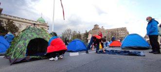 Predstavnici Udruženja radnika na internetu postavili šatore ispred Skupštine (VIDEO, FOTO) 2