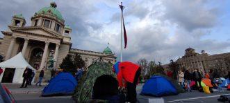 Predstavnici Udruženja radnika na internetu postavili šatore ispred Skupštine (VIDEO, FOTO) 3