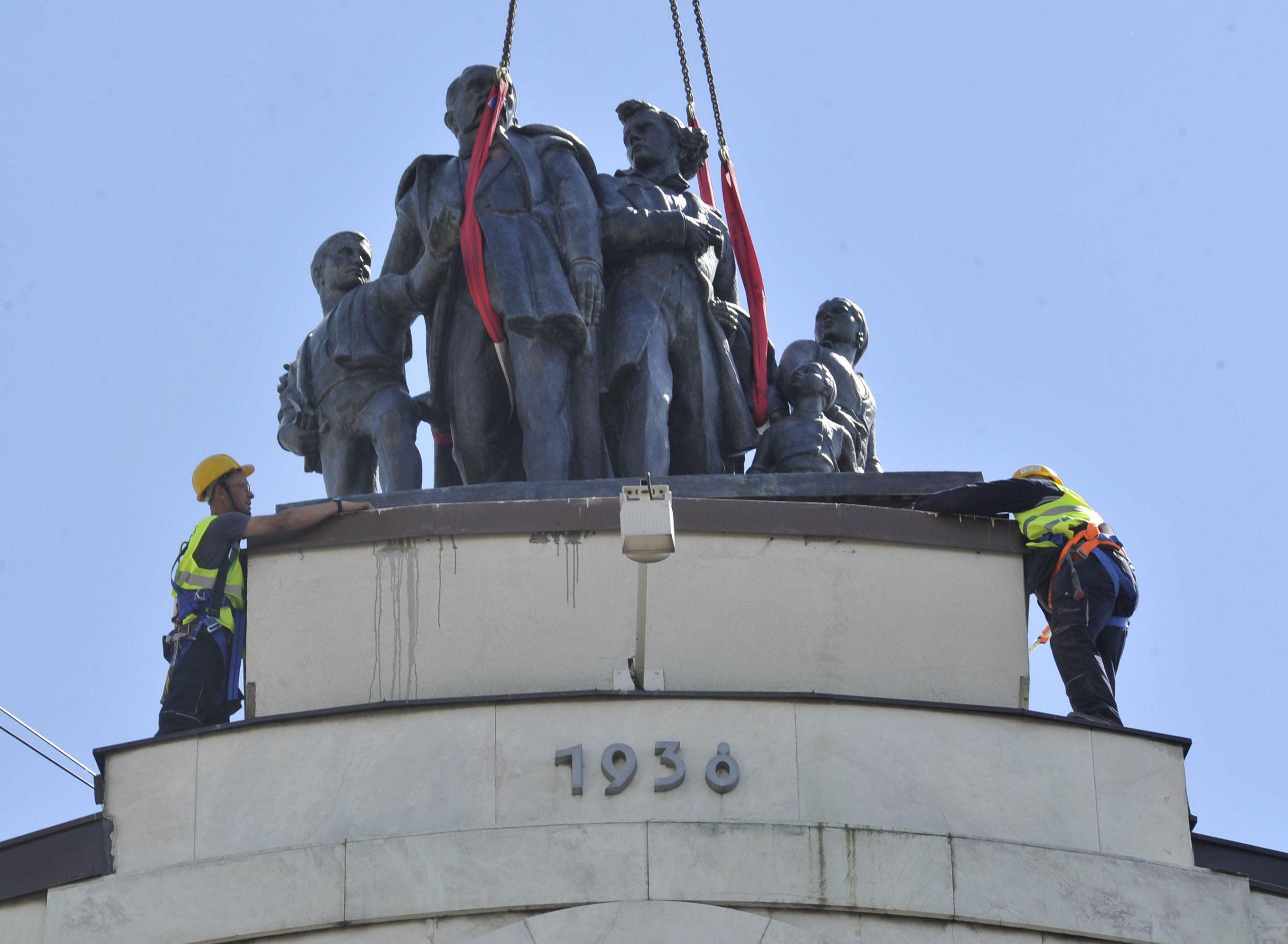 Skulptura Sima Igumanov sa siročićima vraćena na Terazije nakon 70 godina 1