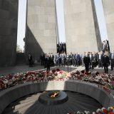 U Jerevanu svećama i cvećem se obeležava 106. godišnjica masakra nad Jermenima 11