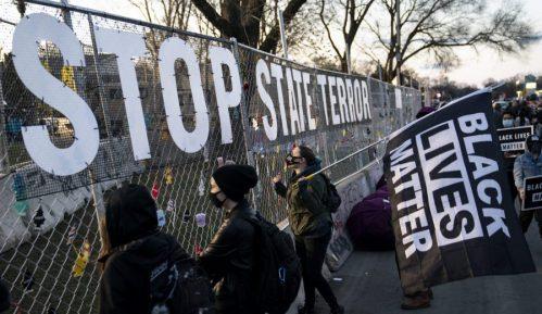 Sedma noć protesta kod Mineapolisa u SAD zbog smrti mladog Afroamerikanca 1