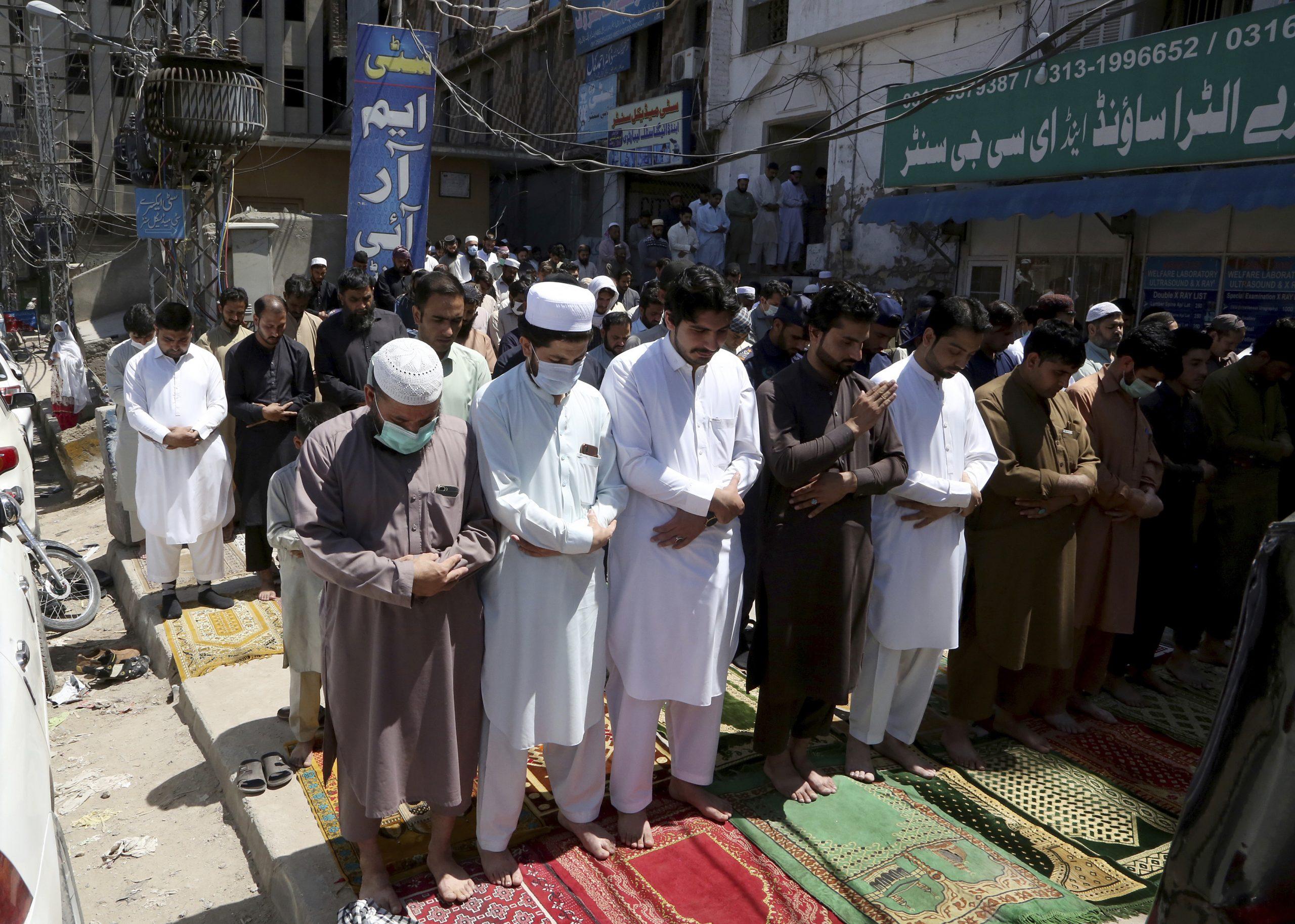 Pakistan zabeležio najveći broj umrlih od korona virusa u jednom danu 1
