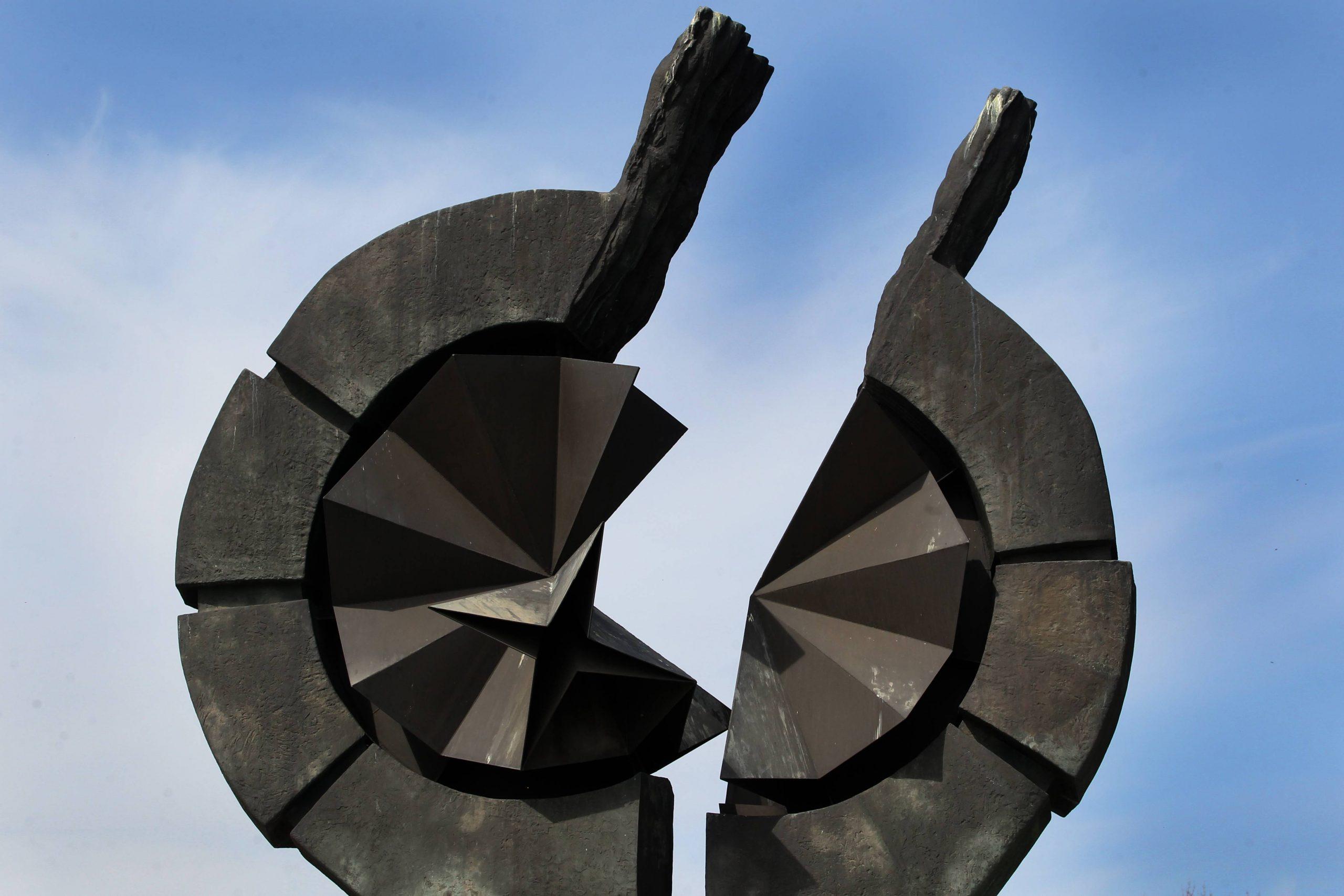 Položeni venci na Spomenik žrtvama genocida na Starom sajmištu 1