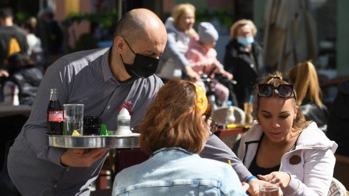 Predlog u Crnoj Gori: Bedževi o vakcinaciji za ugostitelje i turističke agencije 7