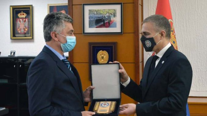 Stefanović dodelio priznanja zaslužnima za sprečavanje širenja epidemije 4