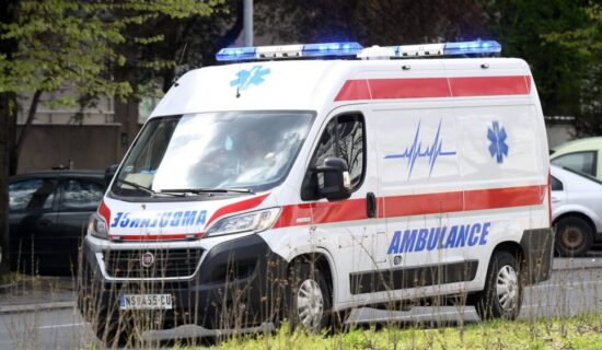 Hitna pomoć: Jedna osoba poginula, petoro povređeno u udesima 15