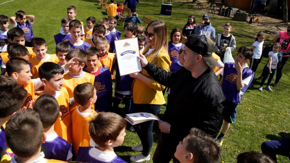 Osmesi dece nemaju cenu! Katai izmamio ovacije na Mozzartovom otvorenom času fudbala! 4