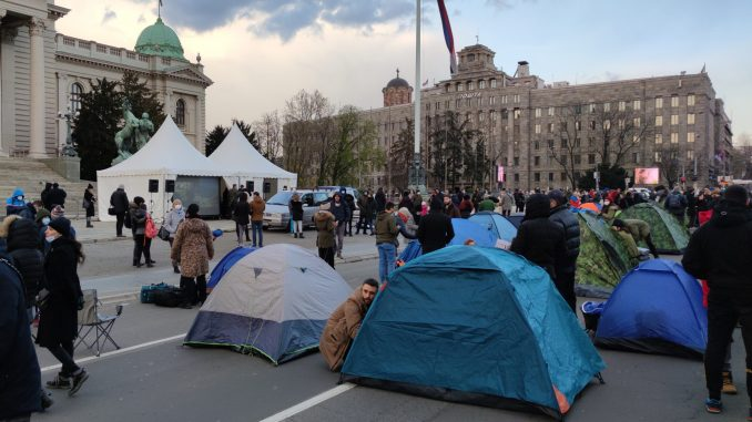 Protest frilensera ispred Skupštine trajaće do 10. aprila, Pogačar traži da se obrati poslanicima (VIDEO, FOTO) 10