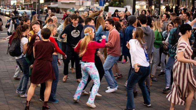 """Flashmob"" na Trgu Republike za Svetski dan igre 29. aprila 4"