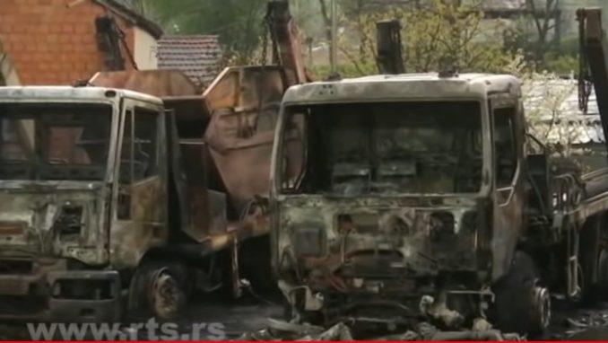 Pet vozila Gradske čistoće izgorelo jutros u požaru u Beogradu 5