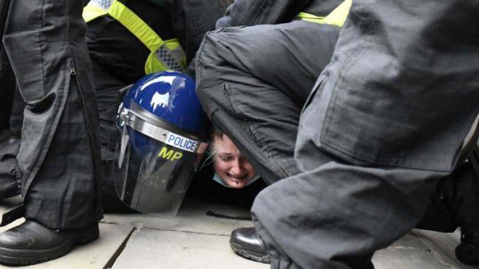 Velika Britanija: Hiljade demonstrirale protiv zakona koji policiji daje veća ovlašćenja 5