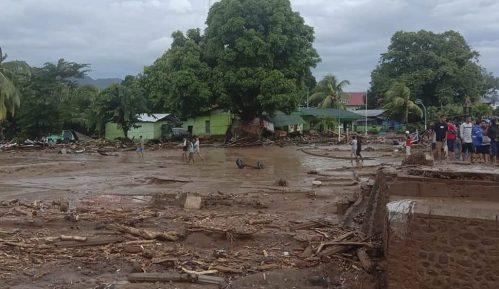 U poplavama i klizištima u Indoneziji stradale najmanje 44 osobe 2