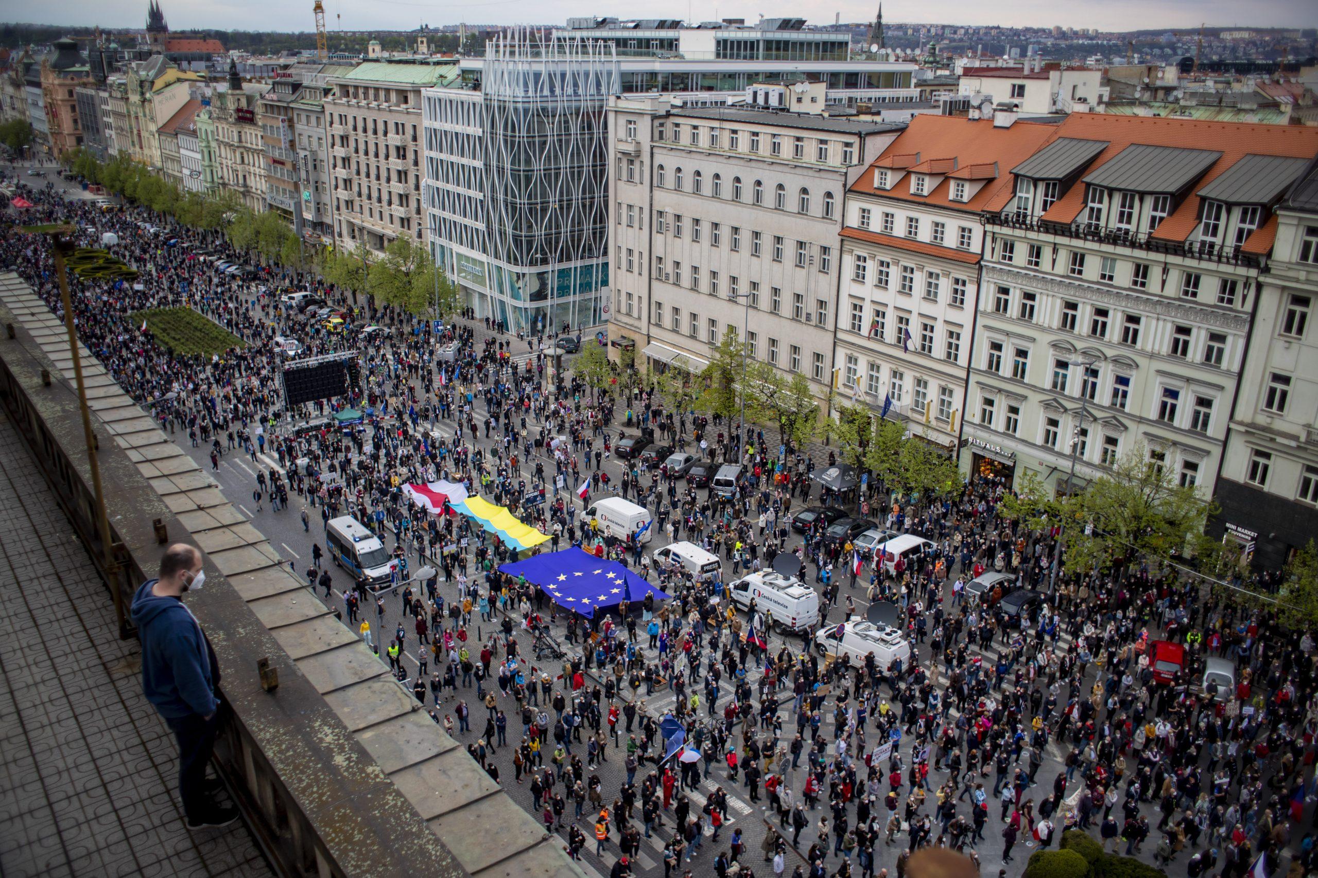 Hiljade Čeha na ulicama u protestu protiv predsednika Zemana 1