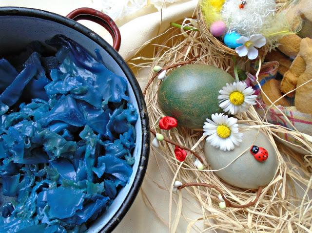 Uskršnja jaja - farbanje u ljubičastom kupusu 2