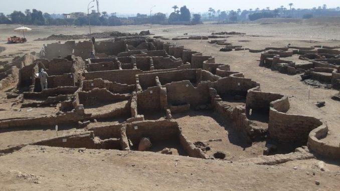 U Egiptu pronađeno 250 grobnica starih više od 4.000 godina 2