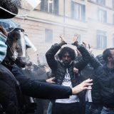 U Rimu policija sprečila protest vlasnika zatvorenih lokala ispred parlamenta 13